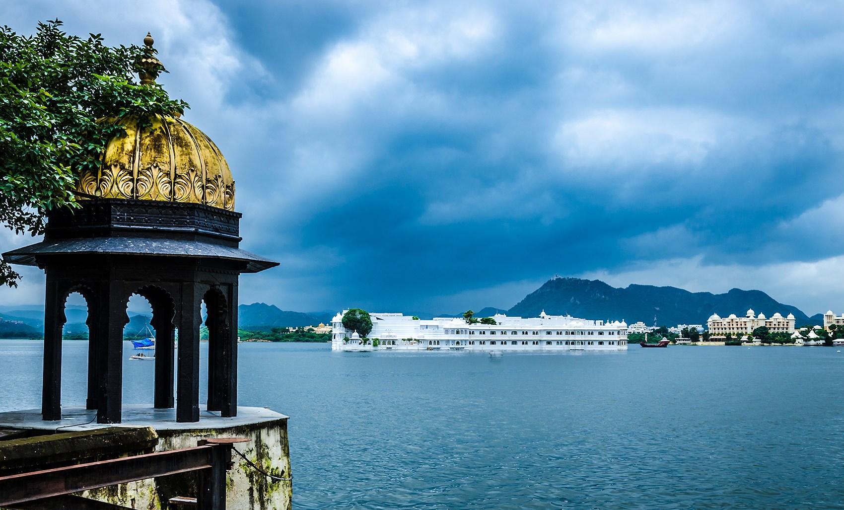 taj-palace-udaipur